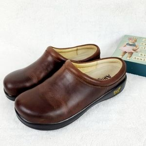 Alegria Kayla Gravy Brown Oiled Leather Mule Clogs
